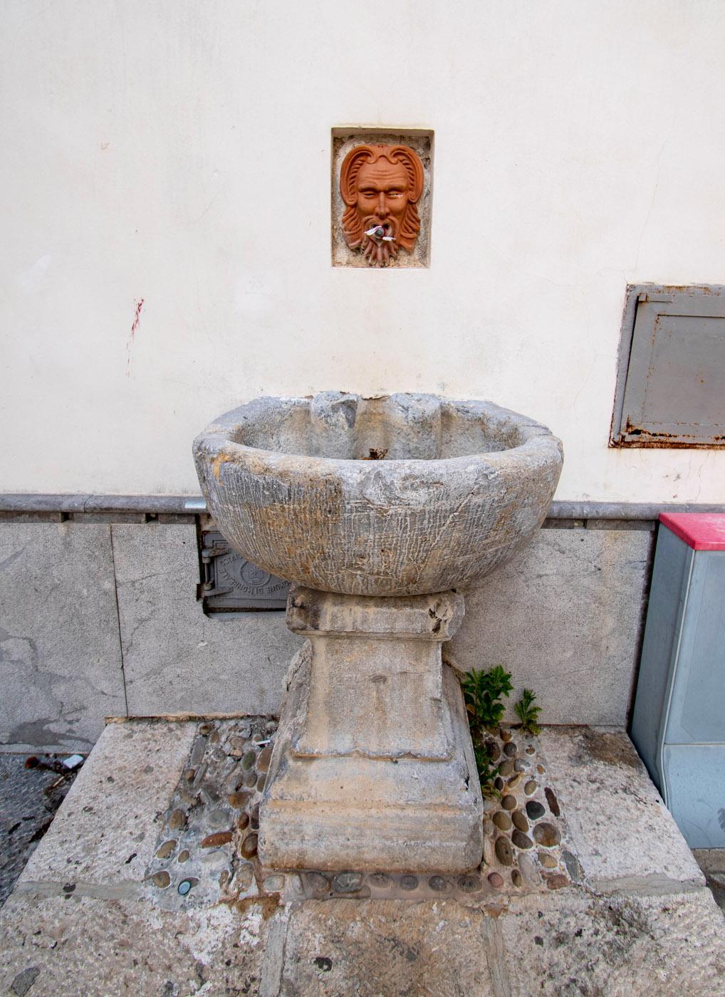 Fontana via Ludovico Torres di Monreale